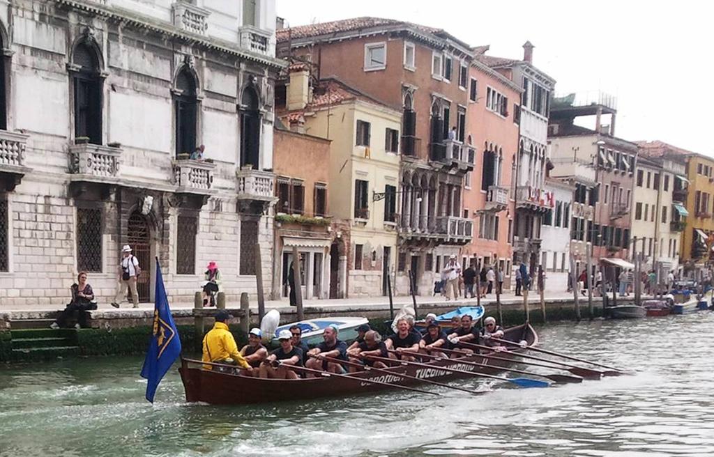 Vogalonga - I Marinai dItalia all'arrivo nel Canal Grande